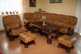 Klassische, luxuriöse Sofagarnitur aus Leder und Holz