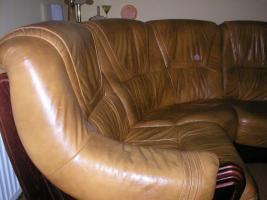 Foto 8 Klassische, luxuriöse Sofagarnitur aus Leder und Holz