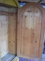 Foto 2 Kleiderschrank Antiquität ca. 100Jahre, Massivholz 1-türig