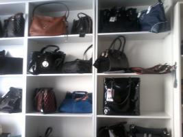 Foto 2 Kleidung, Herrenschuhe, Damenschuhe, Taschen aus Italia