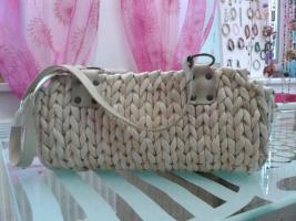 Kleine Handtasche beige/natur, im Korb Look geflochten um 6�.
