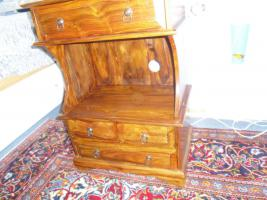 Foto 3 Kleine Massivholz Kommode in altem spanischen Stil