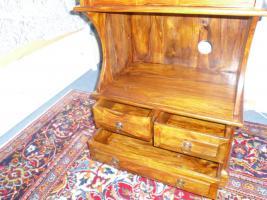 Foto 4 Kleine Massivholz Kommode in altem spanischen Stil
