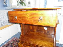 Foto 5 Kleine Massivholz Kommode in altem spanischen Stil
