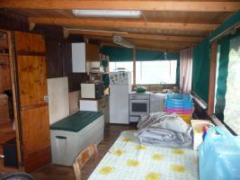 Foto 6 Kleiner Holzbungalow mit integriertem Wohnwagen