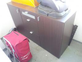 Kleines Dunkles Sideboard