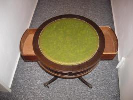 Foto 2 Kleines Tischchen