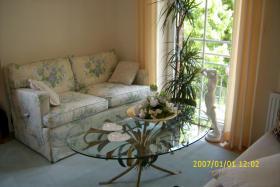 Foto 2 Kleinmöbel und Couchgarnitur