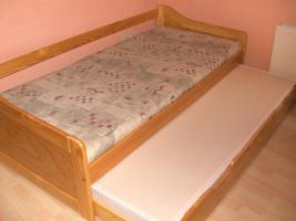 Foto 2 Kojenbett mit ausziehbaren Bettschubkasten  (Holz massiv Kiefer)