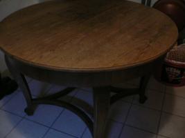 Komode, Vitrine, Tisch und Stühle