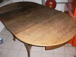Foto 2 Komode, Vitrine, Tisch und Stühle