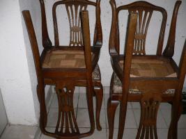 Foto 3 Komode, Vitrine, Tisch und Stühle