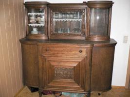 Foto 5 Komode, Vitrine, Tisch und Stühle
