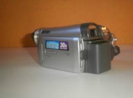 Foto 3 Kompakter Mini DV Megazoom Camcorder von Panasonic
