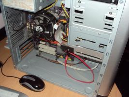 Foto 3 Komplett PC AMD Athlon X2 4400+ 2GB DDR2 Ram+ Sound System