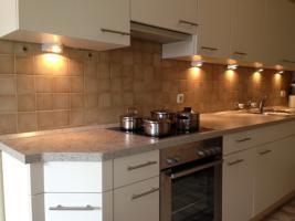 Foto 2 Komplette Küchenzeile mit E-Herd und Kühlschrank ......