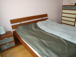 Komplette Schlafzimmereinrichtung: Schrank, Kommode, Nachttisch, Bett