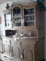 Komplettes Esszimmer; 6 Stühle, Tisch, Vitrinenschrank