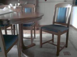 Foto 2 Komplettes Esszimmer; 6 Stühle, Tisch, Vitrinenschrank