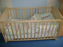 Foto 4 Komplettes Kinderzimmer mit 2 Kinderbetten, Schrank und Wickelkomode