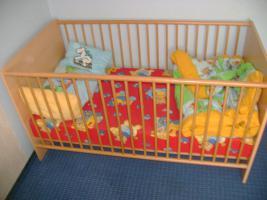 Foto 5 Komplettes Kinderzimmer mit 2 Kinderbetten, Schrank und Wickelkomode