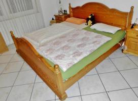 Komplettes Massivholz-Schlafzimmer