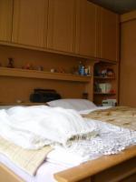 Foto 2 Komplettes Schlafzimmer (Bett, Schrank, Nachttische, Oberschränke) zu verkaufen!