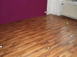 Komplettes Schlafzimmer + 14 m² Laminat, 6x LED Spo´ts+2x Matratzen+2xRöste+Schrank+usw....!!!!
