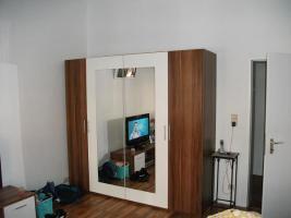Foto 5 Komplettes Schlafzimmer + 14 m² Laminat, 6x LED Spo´ts+2x Matratzen+2xRöste+Schrank+usw....!!!!