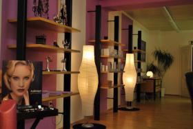 Foto 2 Kosmetik Studio mit Kundenstamm und Laufendem Betrieb