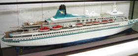 Kreuzfahrtschiffsmodelle nach originalplännen in 1:100