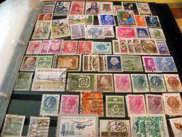 Foto 2 Krüge, Teller, alte Münzen und Geldscheine usw