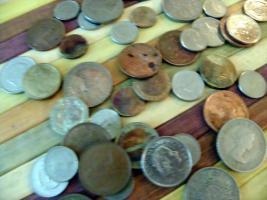 Foto 6 Krüge, Teller, alte Münzen und Geldscheine usw