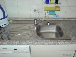Foto 2 Küche mit E-Herd und Spüle