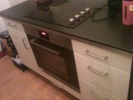 Küche mit Einbaugeräten abzugeben