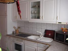 Küche komplett mit E-Herd, Spüle, Kühl-Gefrierkombi, Geschirrspülmaschine