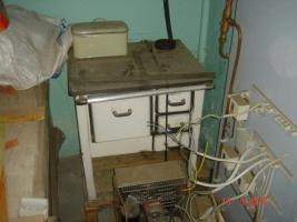 Küchenkohleofen mit Wasserkessel, emailliert
