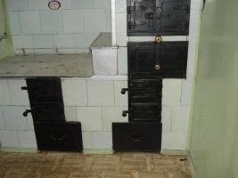Küchenofen mit Kacheln