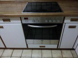 Foto 3 Küchenzeile mit Einbaugeräten
