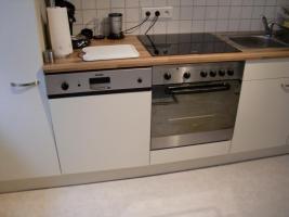 Foto 2 Küchenzeile mit Elektrogeräten