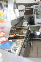 Foto 3 Küchenzeile für Imbiß : 2 Griddlplatten , 1Doppelfritteuse, 1Cerankochfeld, 2Bainmarie, Unterschränke und Abzugshaube alles Edelstahl