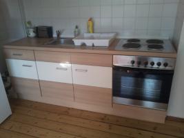 Foto 3 Küchenzeile mit Ofen und Herd