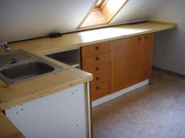 Küchenzeile mit Spülbecken, Front Holz, ohne Elektrogeräte