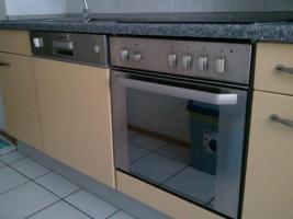 Küchenzeile mit allen E- Geräten