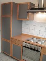 Foto 3 Küchenzeile inkl. Einbaugeräte und Tresen, rotbuche/anthrazit