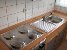 Foto 4 Küchenzeile inkl. Einbaugeräte und Tresen, rotbuche/anthrazit