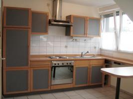 Foto 11 Küchenzeile inkl. Einbaugeräte und Tresen, rotbuche/anthrazit