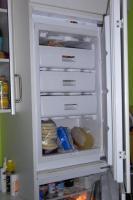 Kühl-/Gefrierschrank-Kombination, ein Ober- und Unterschrank