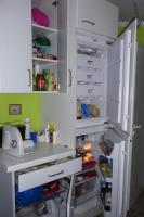 Foto 2 Kühl-/Gefrierschrank-Kombination, ein Ober- und Unterschrank