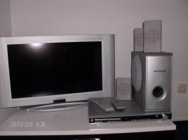 LCD Fernseher ''Universum'' + Dolby Digital DVD Recorder